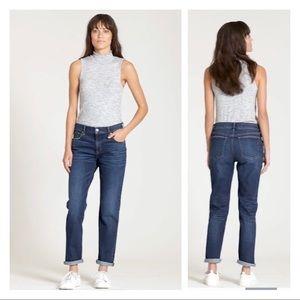 Gap Mid Rise Girlfriend Jeans 26